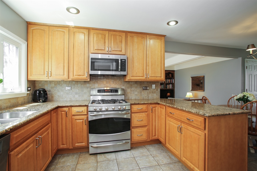 Real Estate Photography - 2 Knoll Ridge Road, Rolling Meadows, IL, 60008 - Kitchen