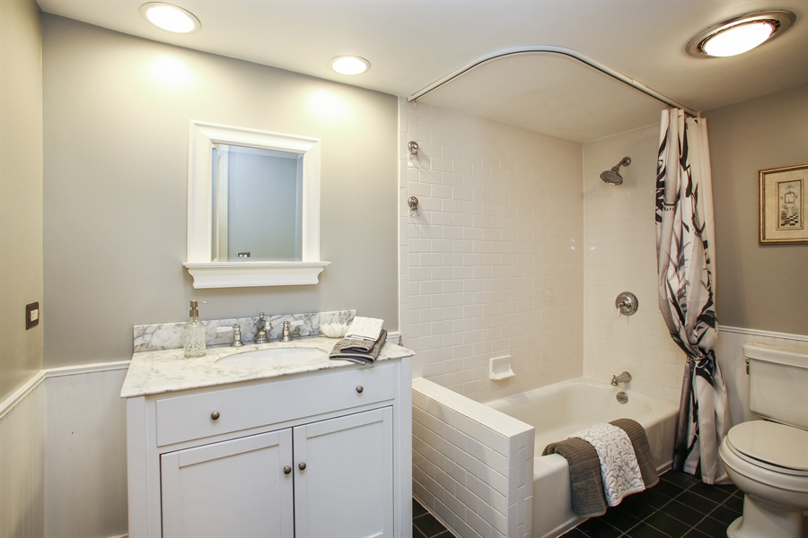 Real Estate Photography - 2 Knoll Ridge Road, Rolling Meadows, IL, 60008 - Bathroom