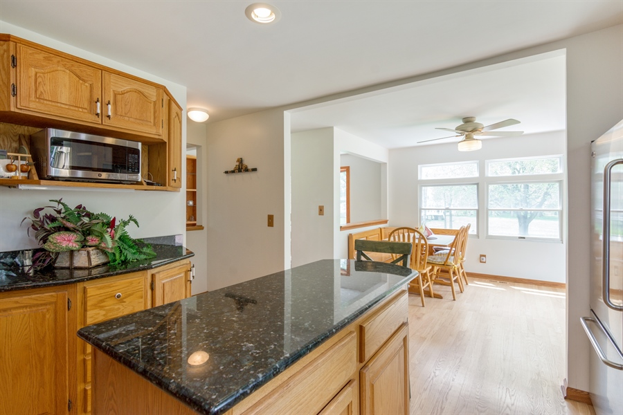 Real Estate Photography - 26166 N. Orchard Road, North Barrington, IL, 60010 - Kitchen / Breakfast Room