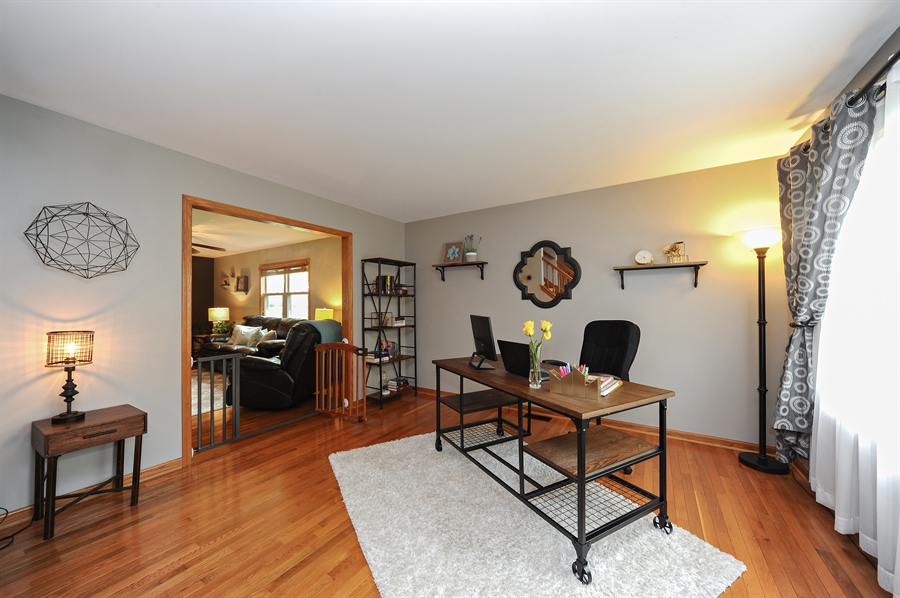 Real Estate Photography - 3616 Sigwalt St, Rolling Meadows, IL, 60008 - Living Room