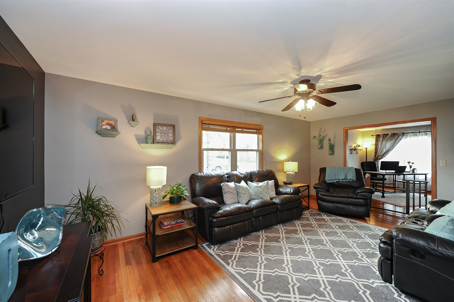 Real Estate Photography - 3616 Sigwalt St, Rolling Meadows, IL, 60008 - Family Room