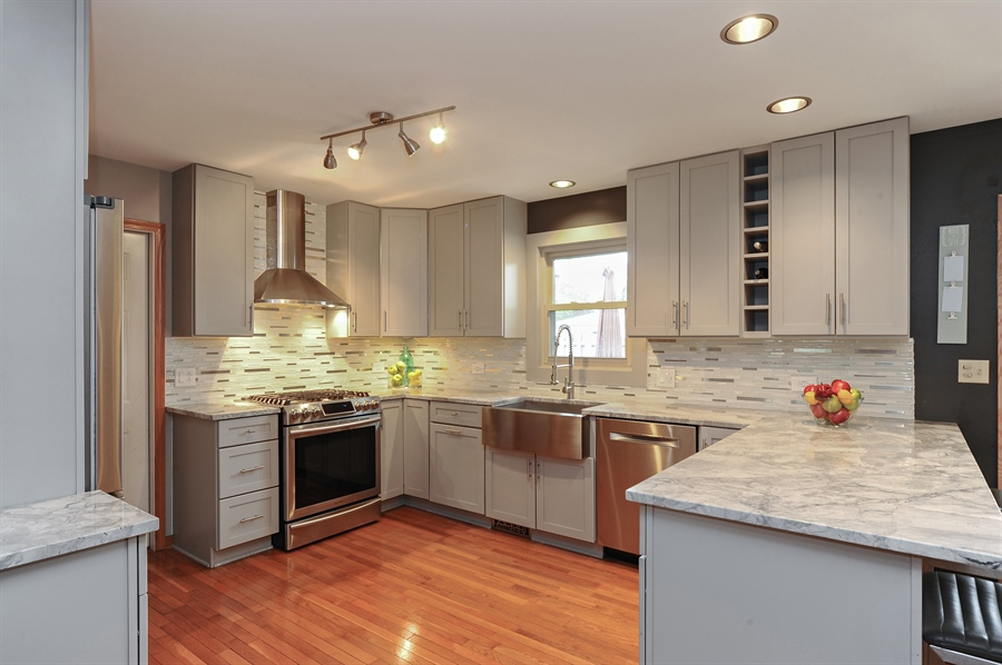Real Estate Photography - 3616 Sigwalt St, Rolling Meadows, IL, 60008 - Kitchen