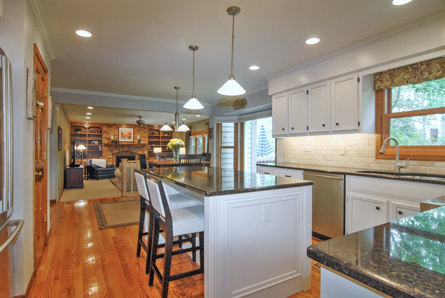 Real Estate Photography - 1536 Meadowland Drive, Naperville, IL, 60540 - Kitchen