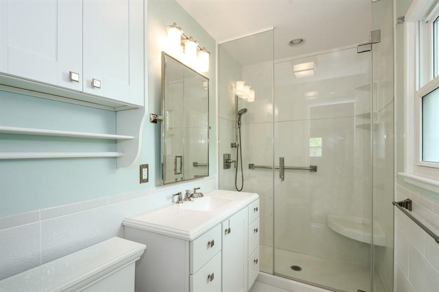Real Estate Photography - 907 W. SIGWALT Street, Arlington Heights, IL, 60005 - Master Bathroom