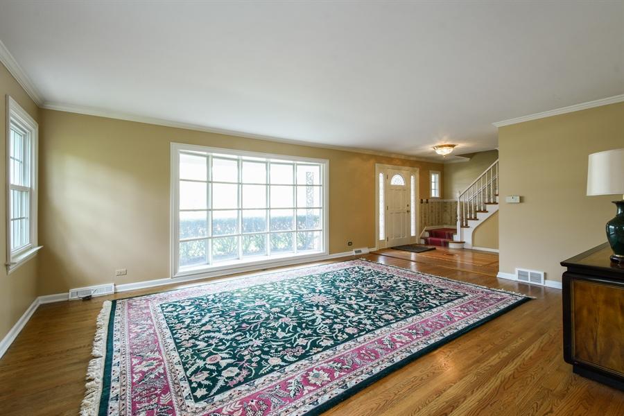 Real Estate Photography - 907 W. SIGWALT Street, Arlington Heights, IL, 60005 - Living Room
