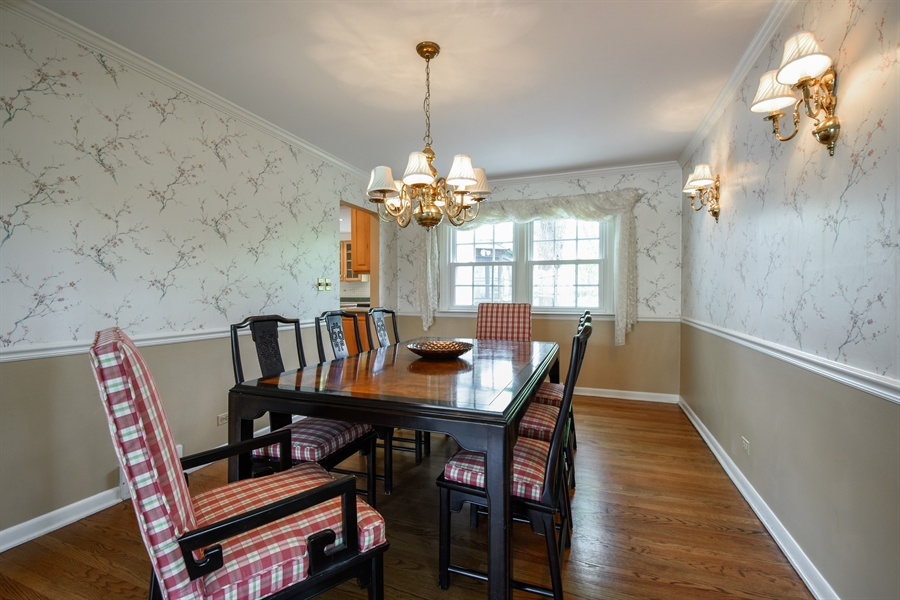Real Estate Photography - 907 W. SIGWALT Street, Arlington Heights, IL, 60005 - Dining Room