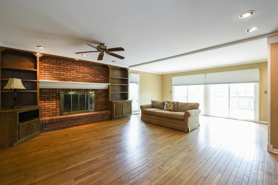 Real Estate Photography - 907 W. SIGWALT Street, Arlington Heights, IL, 60005 - Family Room