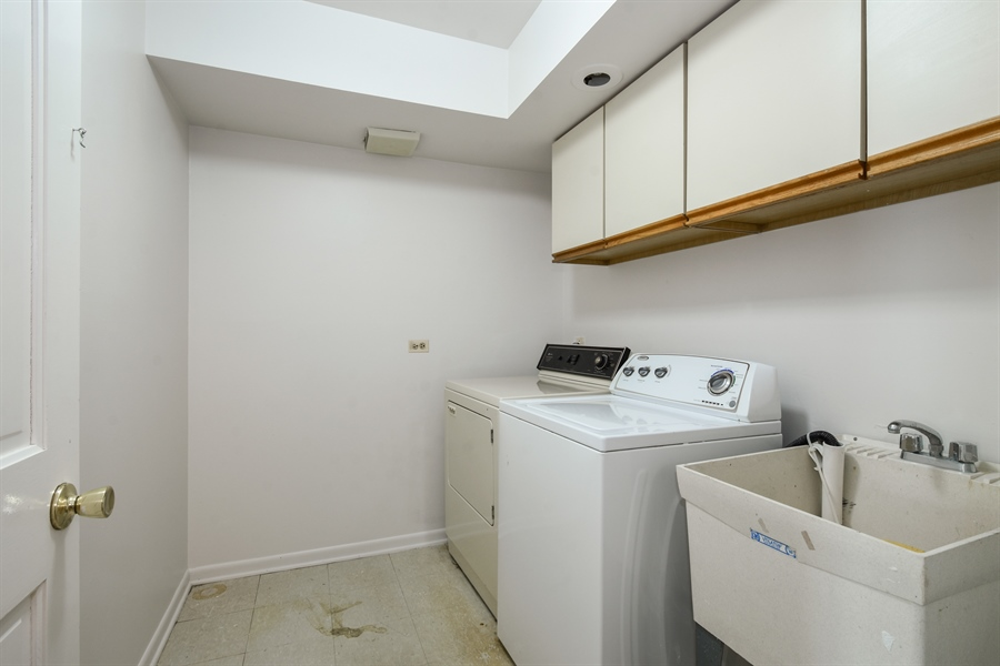 Real Estate Photography - 907 W. SIGWALT Street, Arlington Heights, IL, 60005 - Laundry Room