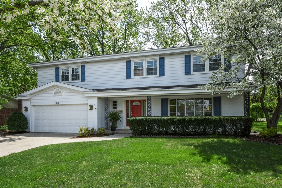 Real Estate Photography - 907 W. SIGWALT Street, Arlington Heights, IL, 60005 - Front View