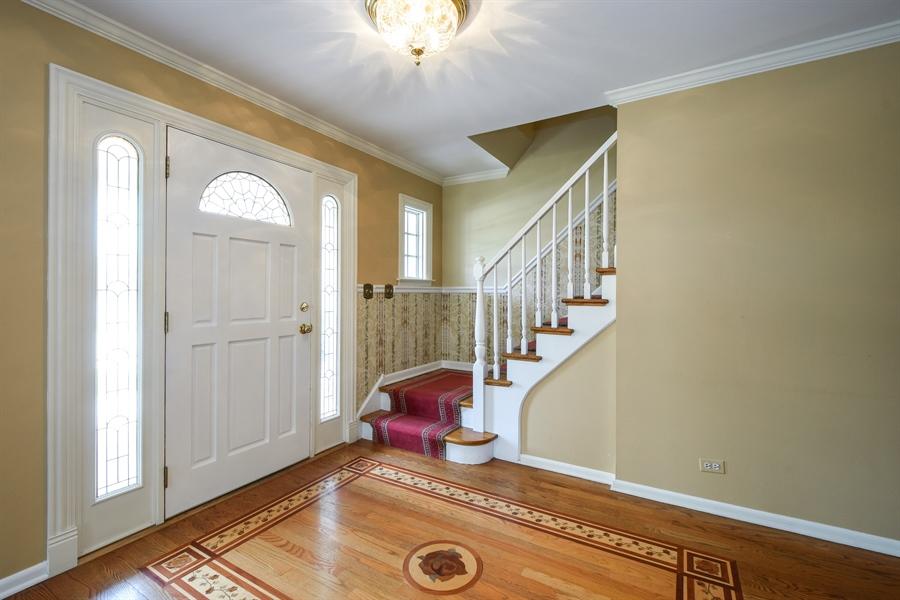 Real Estate Photography - 907 W. SIGWALT Street, Arlington Heights, IL, 60005 - Entryway