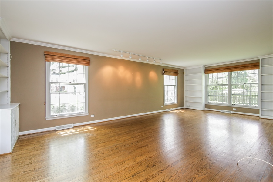 Real Estate Photography - 4024 BRITTANY Court, Northbrook, IL, 60062 - Living Room