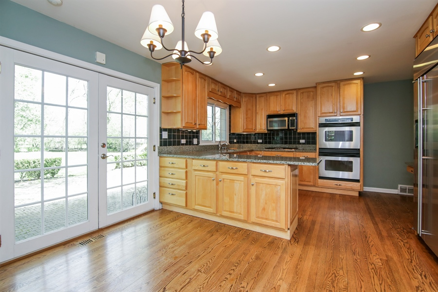 Real Estate Photography - 4024 BRITTANY Court, Northbrook, IL, 60062 - Kitchen / Breakfast Room