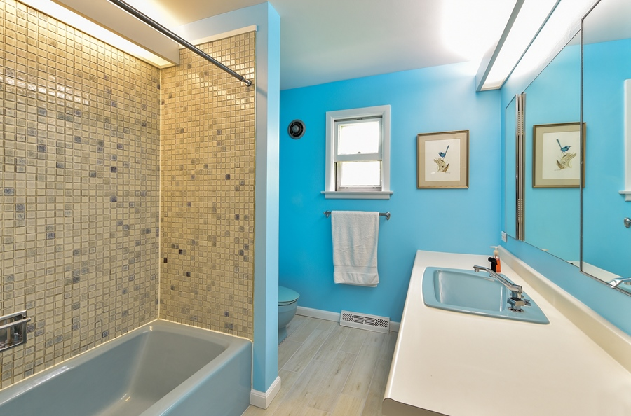Real Estate Photography - 1929 Vollmer Road, Flossmoor, IL, 60422 - Master Bathroom