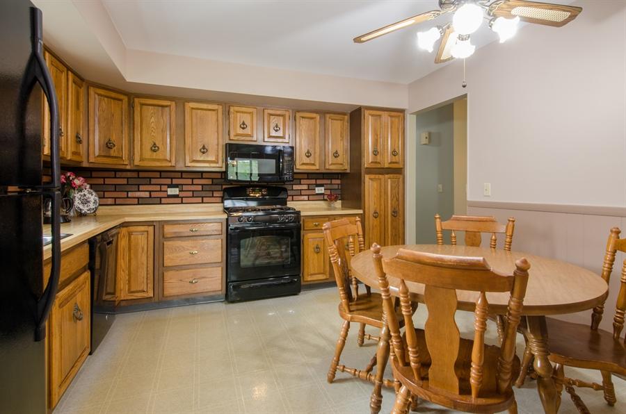 Real Estate Photography - 710 N. Vista Drive, Algonquin, IL, 60102 - Kitchen / Breakfast Room