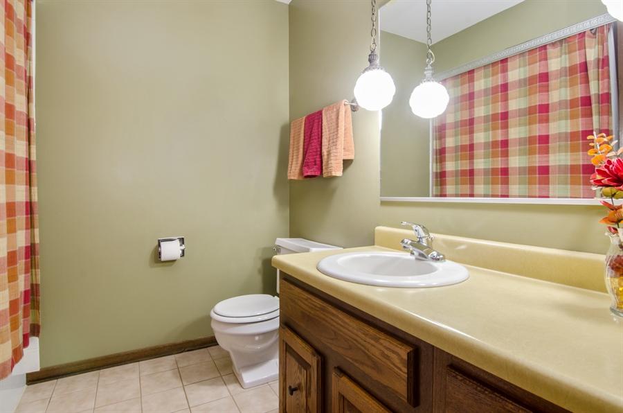 Real Estate Photography - 710 N. Vista Drive, Algonquin, IL, 60102 - 2nd Bathroom