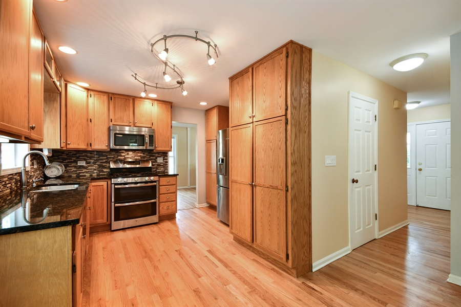Real Estate Photography - 1920 WITT Court, Lombard, IL, 60148 - Kitchen