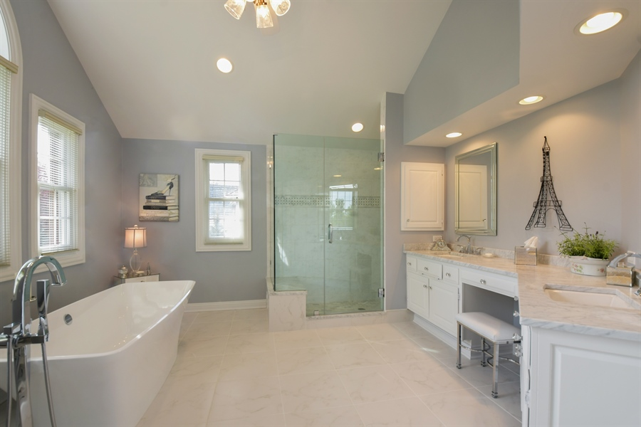 Real Estate Photography - 1303 Brandywine Road, Libertyville, IL, 60048 - Master Bathroom