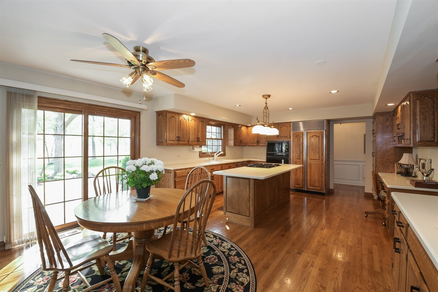 Real Estate Photography - 1303 Brandywine Road, Libertyville, IL, 60048 - Kitchen