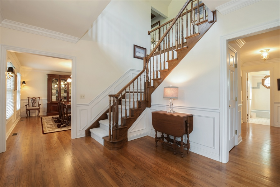 Real Estate Photography - 1303 Brandywine Road, Libertyville, IL, 60048 - Foyer