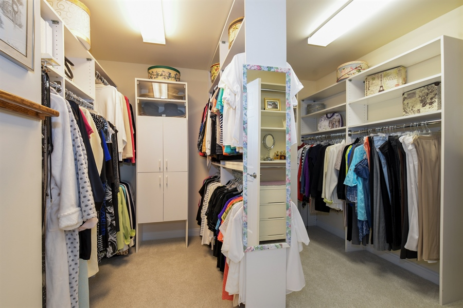 Real Estate Photography - 1303 Brandywine Road, Libertyville, IL, 60048 - Closet