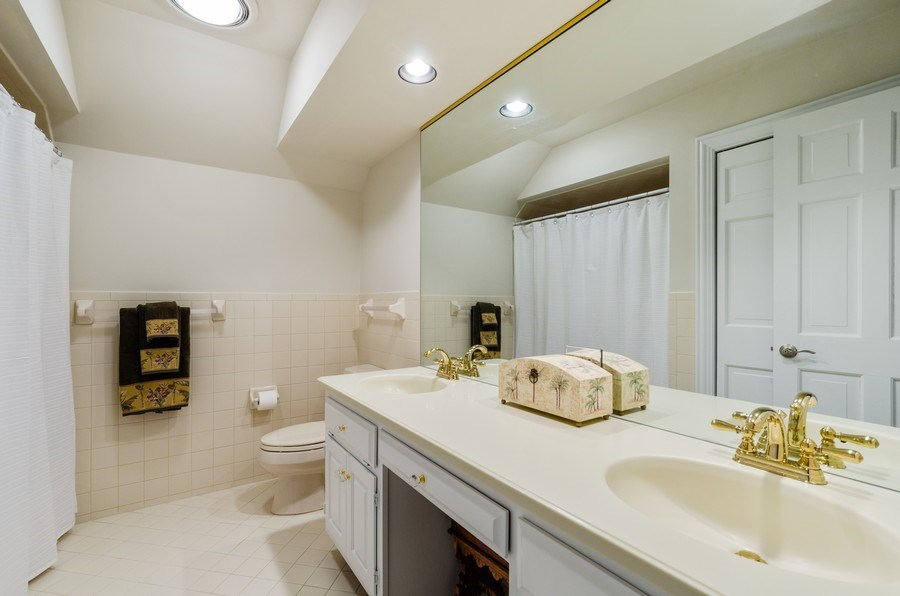 Real Estate Photography - 1303 Brandywine Road, Libertyville, IL, 60048 - Bathroom