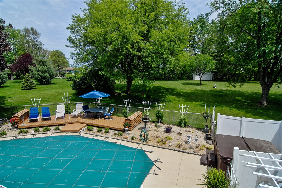 Real Estate Photography - 0S129 Surrey Drive, Elburn, IL, 60119 - Pool
