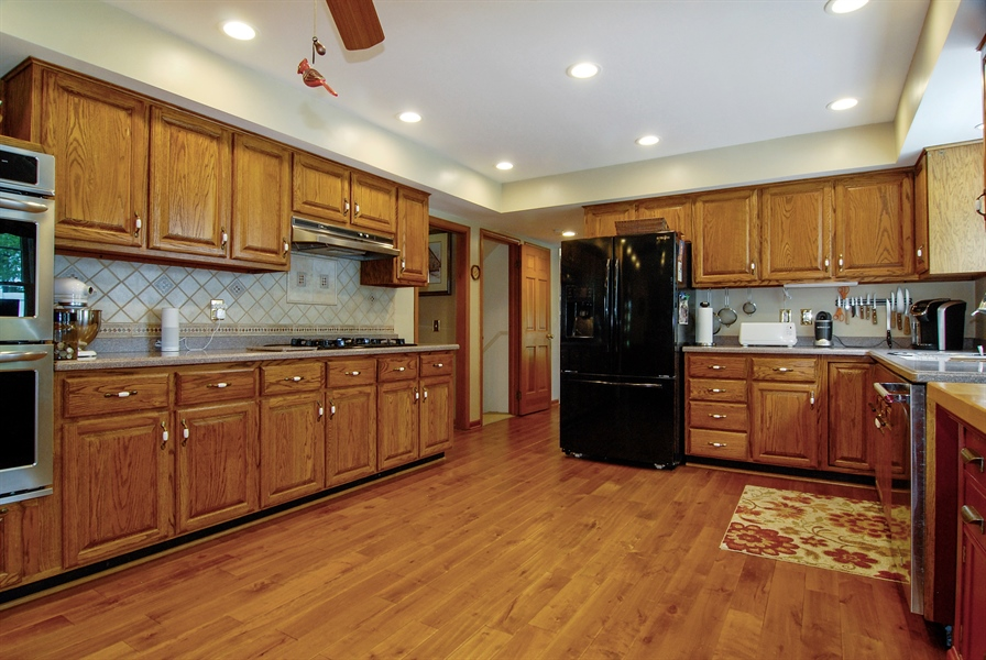 Real Estate Photography - 0S129 Surrey Drive, Elburn, IL, 60119 - Kitchen