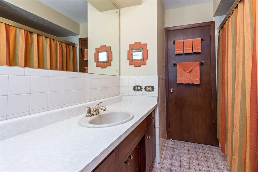 Real Estate Photography - 210 Cambridge Road, Des Plaines, IL, 60016 - 2nd Bathroom