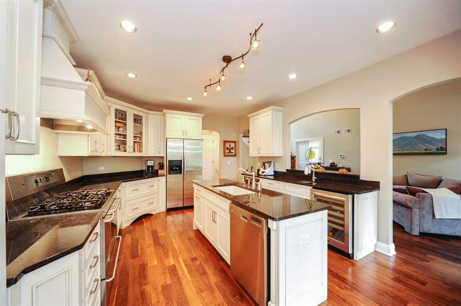 Real Estate Photography - 1420 N. Chicago Avenue, Arlington Heights, IL, 60004 - Kitchen
