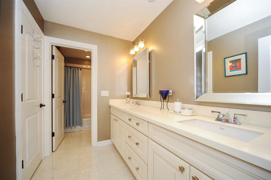 Real Estate Photography - 1420 N. Chicago Avenue, Arlington Heights, IL, 60004 - 2nd Bathroom