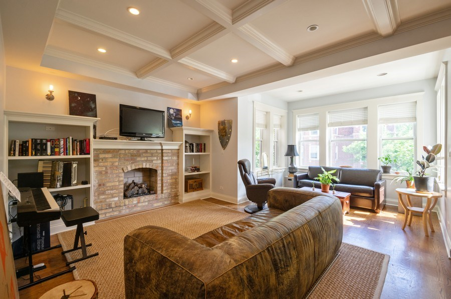 Real Estate Photography - 1410 W Argyle, 2, Chicago, IL, 60640 - Living Room
