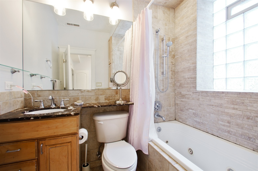 Real Estate Photography - 1410 W Argyle, 2, Chicago, IL, 60640 - Master Bathroom