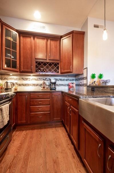 Real Estate Photography - 1410 W Argyle, 2, Chicago, IL, 60640 - Kitchen