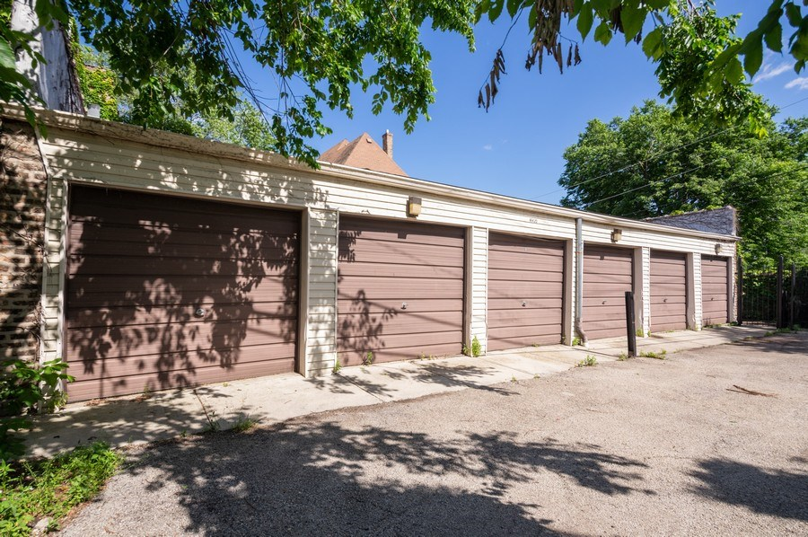 Real Estate Photography - 1410 W Argyle, 2, Chicago, IL, 60640 - Garage