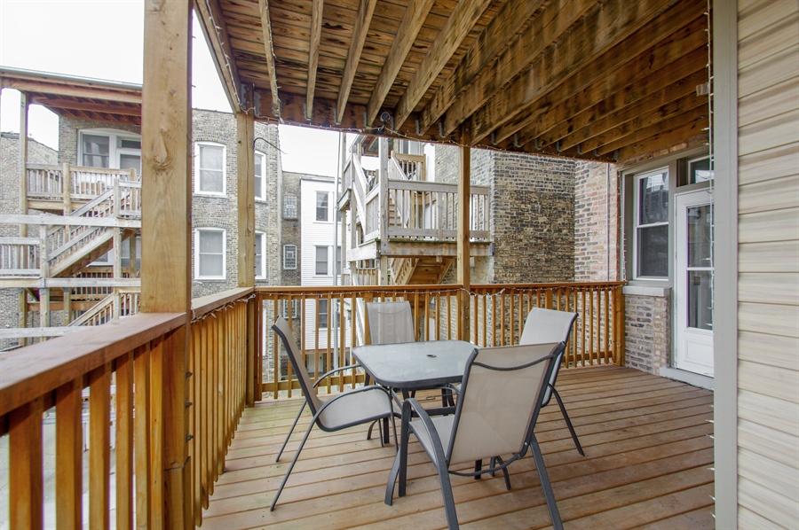 Real Estate Photography - 1410 W Argyle, 2, Chicago, IL, 60640 - Deck