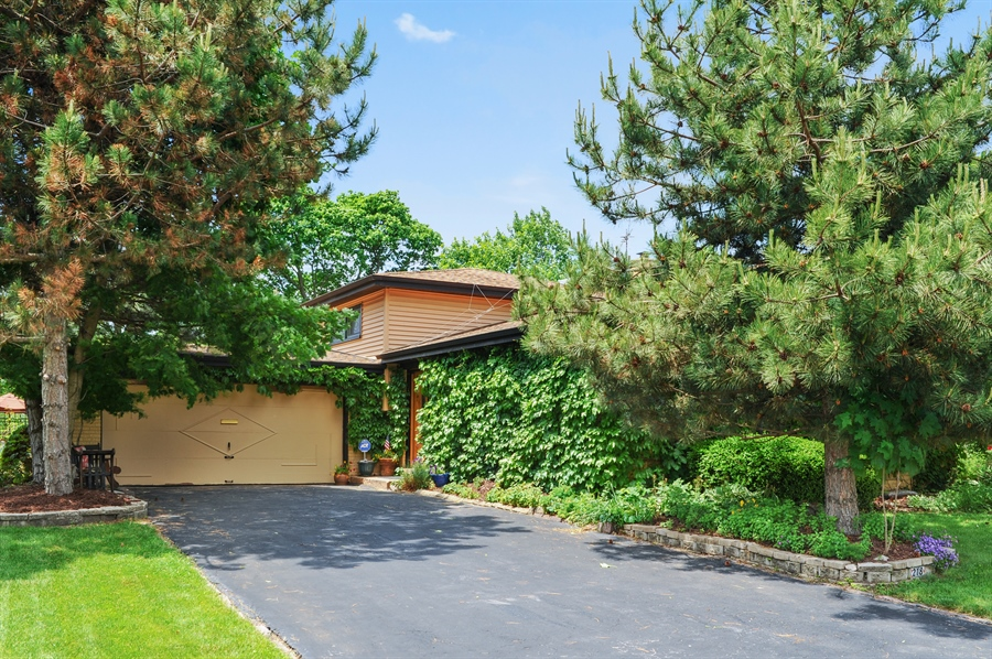 Real Estate Photography - 218 N. KASPAR Avenue, Arlington Heights, IL, 60005 - Front View