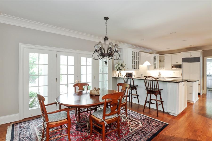 Real Estate Photography - 1224 Ashbury Lane, Libertyville, IL, 60048 - Kitchen / Breakfast Room