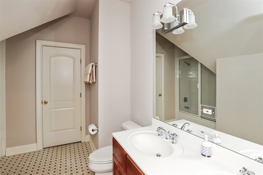 Real Estate Photography - 1224 Ashbury Lane, Libertyville, IL, 60048 - 2nd Bathroom