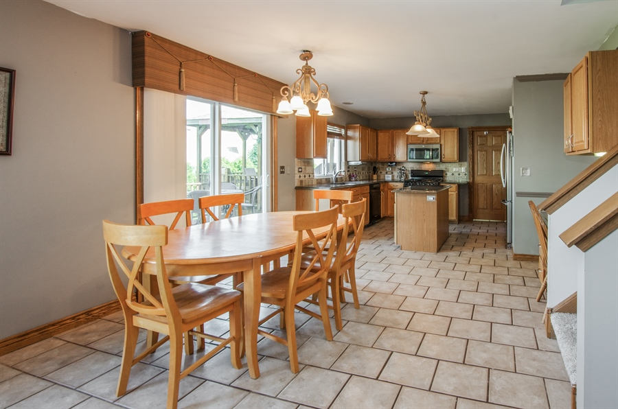 Real Estate Photography - 1402 Stanford Circle, Carpentersville, IL, 60110 - Kitchen / Breakfast Room