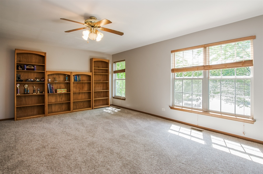 Real Estate Photography - 1402 Stanford Circle, Carpentersville, IL, 60110 - Loft