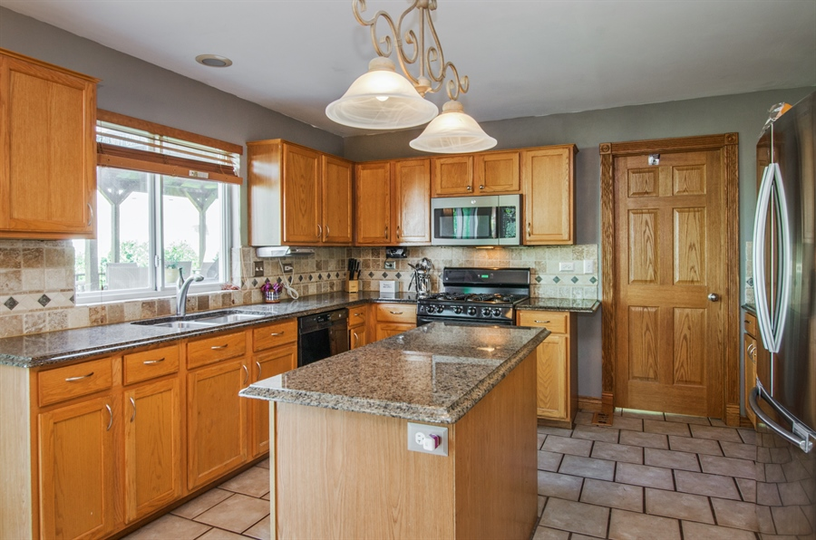 Real Estate Photography - 1402 Stanford Circle, Carpentersville, IL, 60110 - Kitchen