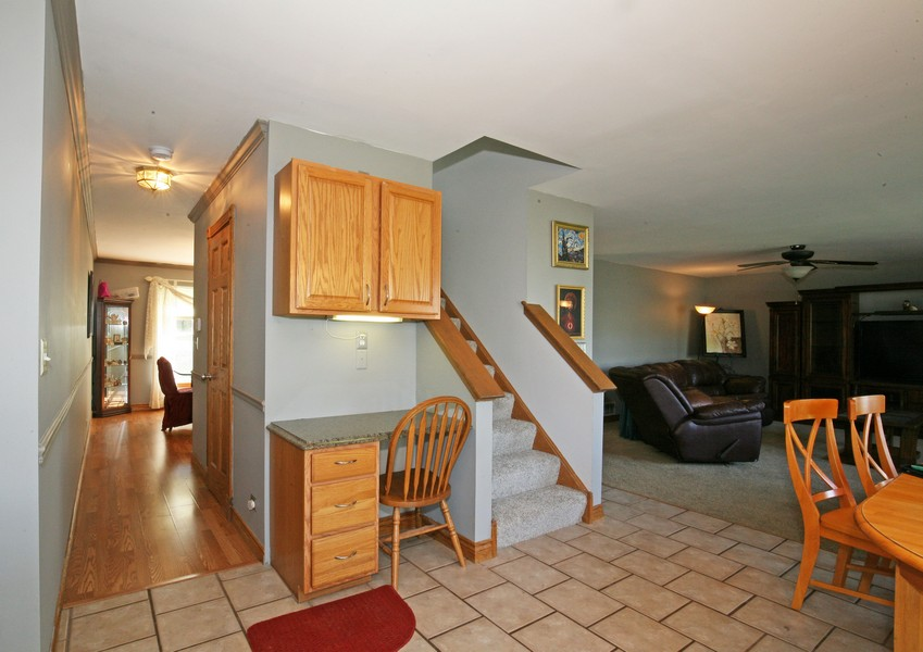 Real Estate Photography - 1402 Stanford Circle, Carpentersville, IL, 60110 -