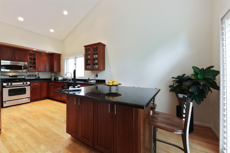 Real Estate Photography - 955 Villas Court, Highland Park, IL, 60035 - Kitchen / Breakfast Room