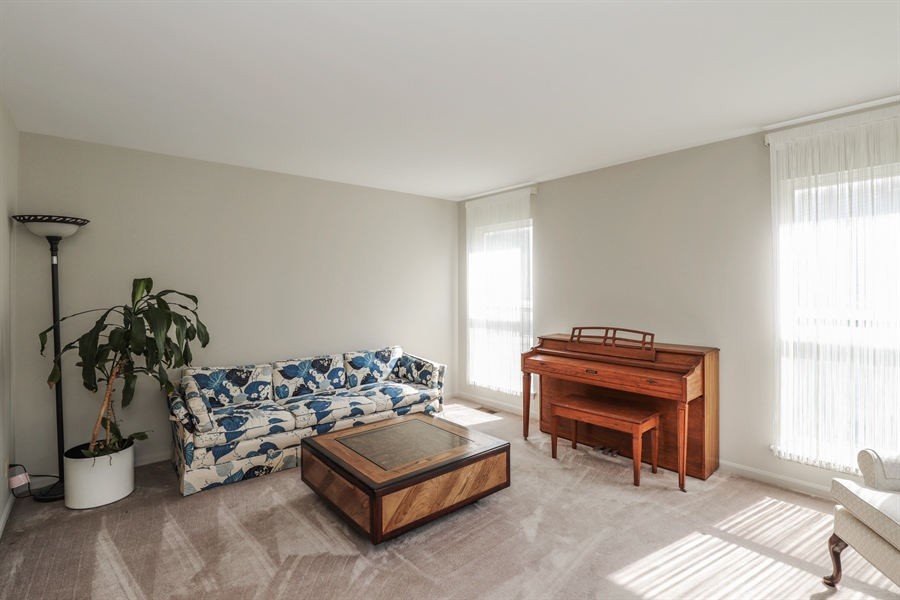 Real Estate Photography - 330 Kildere Court, Grayslake, IL, 60030 - Living Room