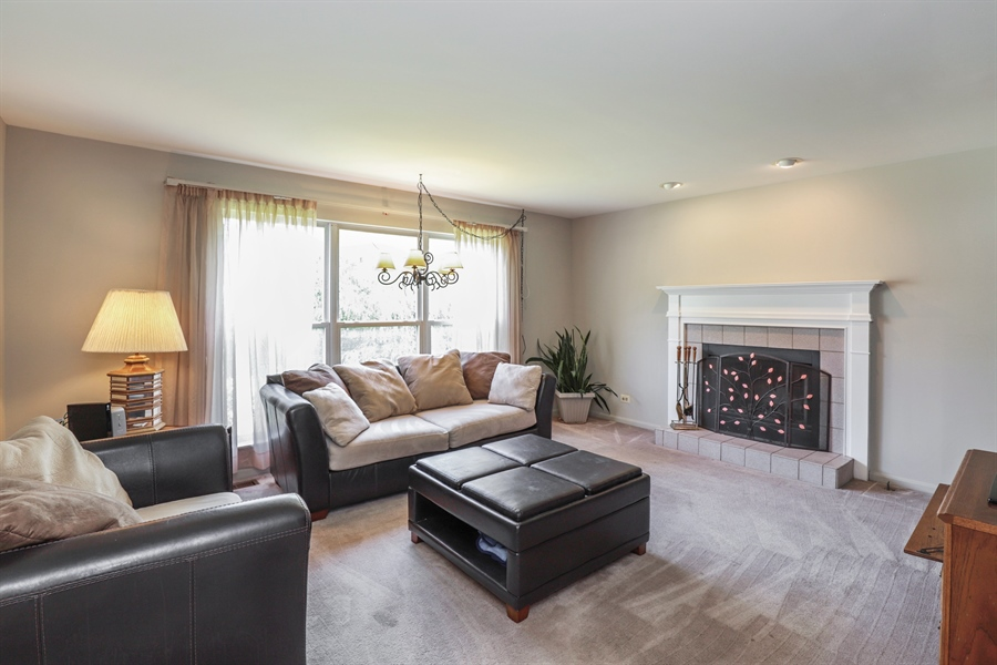 Real Estate Photography - 330 Kildere Court, Grayslake, IL, 60030 - Family Room