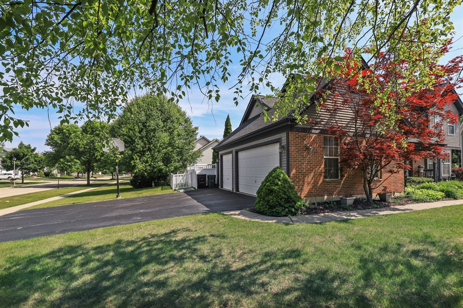 Real Estate Photography - 330 Kildere Court, Grayslake, IL, 60030 - Garage Side View