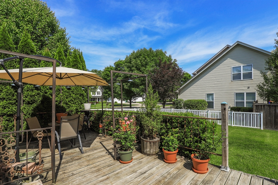 Real Estate Photography - 330 Kildere Court, Grayslake, IL, 60030 - Deck