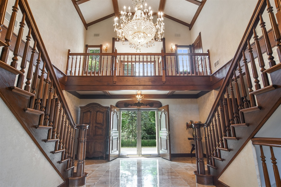Real Estate Photography - 585 Windsor Road, Inverness, IL, 60067 - Entryway