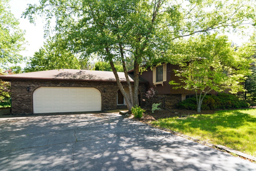 Real Estate Photography - 6N907 BRIERWOOD Drive, Campton Hills, IL, 60175 - Front Exterior