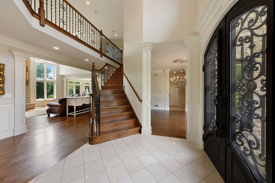 Real Estate Photography - 1531 S. Douglas Avenue, Arlington Heights, IL, 60005 - Foyer